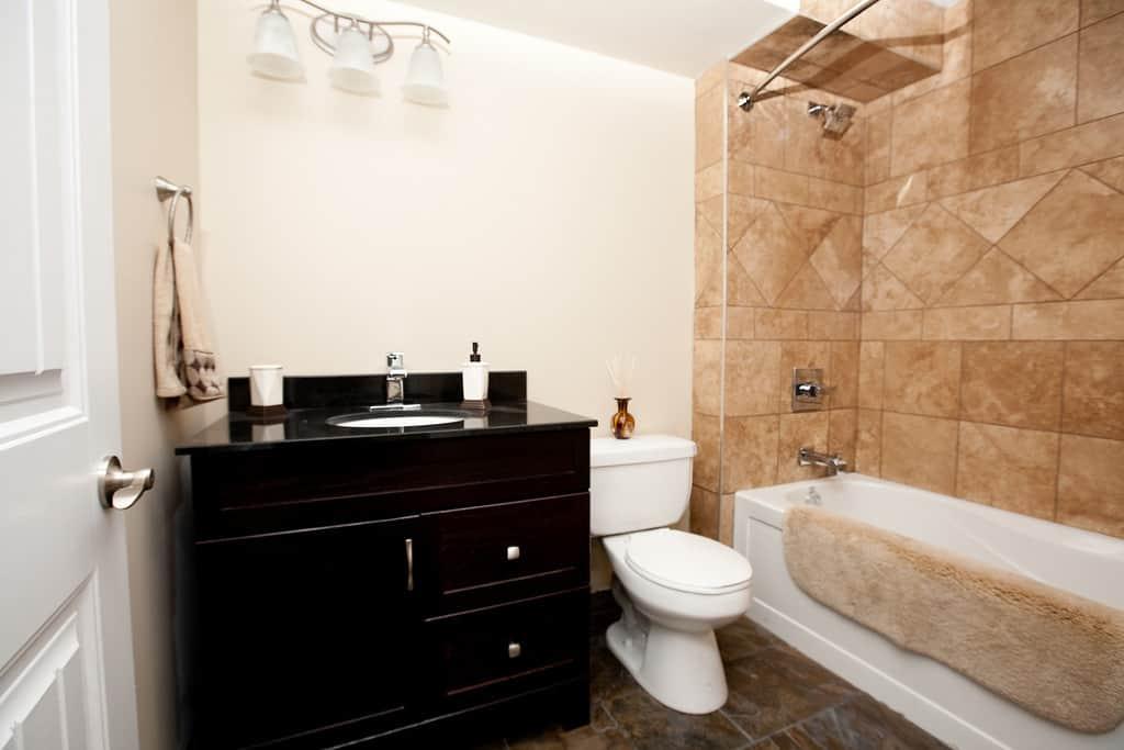 Kingston Apartment Bathroom