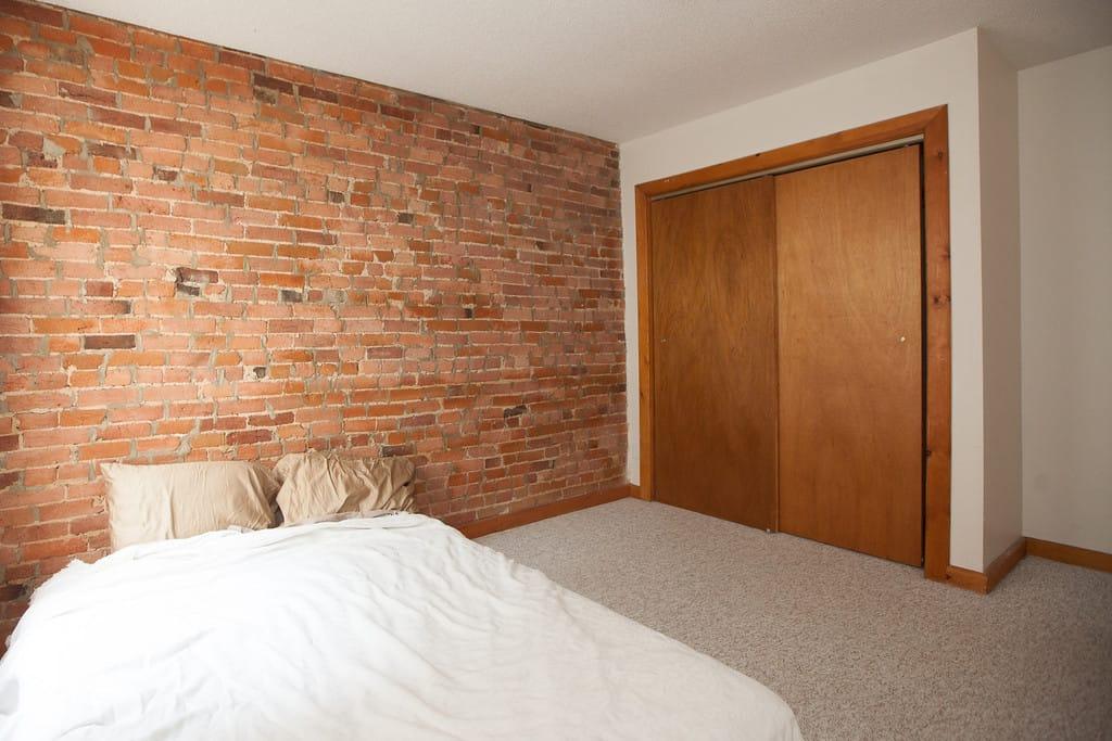 Apartment Rental Kingston- 1 bedroom